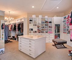 Closet Love Now that's a closet! A dream closet for sure. Huge Closet, Big Closets, Dream Closets, Closet Bedroom, Walk In Closet, Dream Rooms, Dream Bedroom, Closet Space, Master Closet