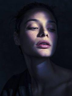 Dark Portrait, Portrait Sombre, Photo Portrait, Female Portrait, Night Portrait, Woman Portrait, Beauty Portrait, Shadow Photography, Face Photography