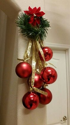 20 Beautiful Christmas Decorating Ideas on A Budget 14 - Christmas Easy Christmas Decorations, Christmas Swags, Simple Christmas, Christmas Art, Christmas Projects, Beautiful Christmas, Christmas Ornaments, Rustic Christmas, Green Christmas