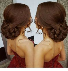 I love this brown hair color and hairstyle Penteados. Quince Hairstyles, Up Hairstyles, Braided Hairstyles, African Hairstyles, Wedding Hair And Makeup, Hair Makeup, Medium Hair Styles, Curly Hair Styles, Shaved Side Hairstyles
