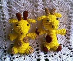 Mini Giraffes as Keychains - free crochet pattern