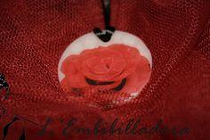 Penjoll d'argila polimèrica rosa vermella