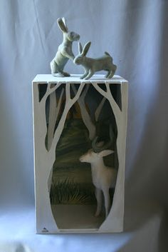 Diorama - I like the trees at the very front of the box, to immediately give the feel of entering a forest Ceramic Boxes, Ceramic Art, Ceramic Mugs, Animal Sculptures, Sculpture Art, Ceramic Sculptures, Paper Sculptures, Ceramics Projects, Art Projects