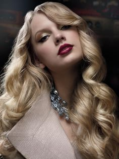 Taylor Swift... beautiful.  Going to try and recreate this makeup look.