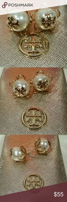 "Tory Burch Large Pearl Flower Stud Earrings Tory Burch Crystal Pearl gold plated logo Flower Studs Earrings Crystal-pearl stud earring with signature logo Glass 16k goldplated brass Post back 1"" or 2 cm length. Preowned, used once. No dustbag. Tory Burch Jewelry Earrings"