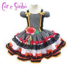 Vestido exclusivo para a festa Junina de meninas. Confeccionado em material 100% tricoline algodão e costas de malha de ótima qualidade e flores bordadas de tecidos variados. Escolha os tamanhos: 2, 4, 6, 8 ou 10. - C17CAB