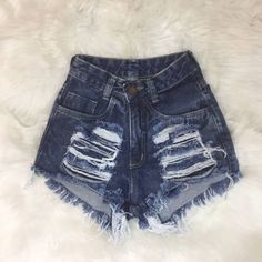 Hit the trail in gear designed to run. High Waisted Shorts Outfit, Ripped Shorts, Ripped Skinny Jeans, Denim Shorts, Cute Lazy Outfits, Short Outfits, Stylish Outfits, Summer Outfits, Fashion Outfits