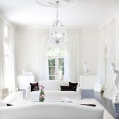 White and bright spaces draw my attention quite often lately..