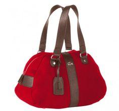 Lacoste'tan kırmızı bir çanta