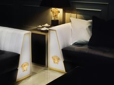 Give a luxurious touch to your lounge atmosphere with the special edition of the Via Gesù sofa. At the heart of the sofa is the V of Versace, while the arms are highlighted by a gold metal Medusa head. #Versace #VersaceHome