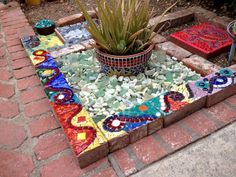 Mosaic decor - 30 Best DIY Concrete Garden With Mosaics Ideas – Mosaic decor Mosaic Crafts, Mosaic Projects, Art Projects, Mosaic Vase, Mosaic Tiles, Mosaic Stairs, Mosaic Garden Art, Vintage Garden Decor, Concrete Garden