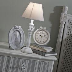 Uhr DORIANE aus Harz, D 17cm, weiß