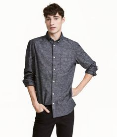 Dark gray melange. Long-sleeved shirt in soft, woven linen and cotton fabric. Button-down collar, chest pocket, yoke with pleat and locker loop at back, and