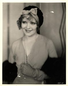 Clara Bow, beautiful.