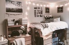If you need ideas for cute dorm rooms, here are tons of cute dorm room decor ideas that will give you inspiration! These chic and cute dorm room ideas are affordable and perfect for a student budget. Dorm Room Styles, Dorm Room Designs, Dorm Design, Design Room, Cute Dorm Rooms, College Dorm Rooms, Single Dorm Rooms, Dorm Room Beds, College Dorm Posters