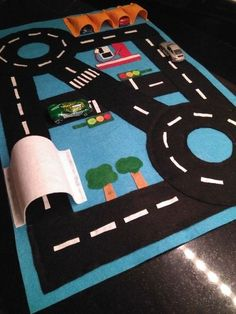 Most current Pics sewing baby play mat Concepts 50 trendy baby toys sewing play mats Kids Crafts, Craft Stick Crafts, Sewing For Kids, Diy For Kids, Photo Frame Crafts, Car Play Mats, Felt Play Mat, Felt Baby, Sewing Toys