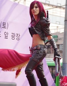 Katarina League of Legends Cosplay so freakin awesome! i knew my bf would love this.