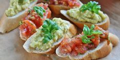 Avocado is an excellent choice of good fats and it is such a versatile fruit. In this combination, it yields a rich, delicious, fresh bruschetta, perfect for a quick appetizer. Mediterranean Cookbook, Low Calorie Vegan, Food C, Healthy Vegan Breakfast, Intuitive Eating, Food Porn, Healthy Recipes, Healthy Food, Weight Loss