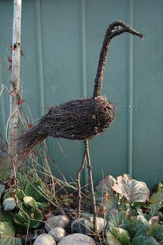 Aktiviteter for hoax: Risulintu - Kurkinen Tree Sculpture, Garden Sculpture, Willow Garden, English Garden Design, Wood Craft Patterns, Deco Nature, Willow Weaving, Garden Park, Garden Trellis