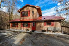 1009 Twin Oaks Rd, Gatlinburg, TN 37738