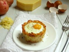 These monte cristo hash brown breakfast egg cups are going to become your new favourite weekend breakfast recipe! They taste so amazing that you'd never guess they're actually healthy breakfast egg cups!