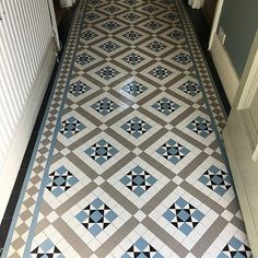 Exterior House Victorian Mosaic Tiles 51 New Ideas Victorian Tiles Bathroom, Victorian Mosaic Tile, Hall Tiles, Tiled Hallway, Victorian Terrace Interior, Victorian Terrace Hallway, Edwardian Hallway, Porch Tile, Vynil