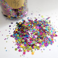 Uv Resin, Resin Art, Makeup Holder, Body Makeup, Types Of Flowers, Design Show, Resin Crafts, Jewelry Supplies, Keychains