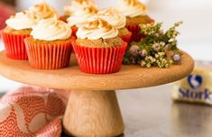 Rooibos Tea Cupcakes with Amasi, showcases a South African twist on an all time classic. This is an easy peasy cupcake recipe with a flavour twist! Stork Recipes, Cupcake Recipes, Baking Recipes, Baking Tips, Caramel Apple Crumble, Caramel Apples, Easter Cupcakes, Tea Cupcakes, Edible Party Favors