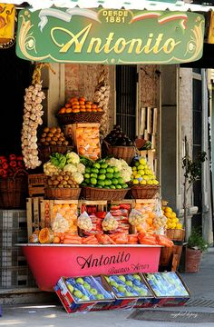 Antonito Buenos Aires Argentina Reminds me of my favorite produce stand at Jannowitzbrücke Argentine Buenos Aires, Produce Stand, Fruit Shop, Fruit Stands, Farm Stand, Shop Fronts, Fruit Recipes, Farmers Market, Fresh Fruit
