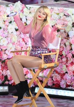 Taylor Swift Photo Gallery: Click image to close this window Taylor Swift Hot, Style Taylor Swift, All About Taylor Swift, Long Live Taylor Swift, Taylor Swift Album, Swift 3, Red Taylor, Taylor Swift Pictures, Divas