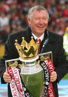 Manchester United Manager Sir Alex Ferguson celebrates with the. Manchester United Football, Manchester United Premier League, Best Football Team, Football Players, Sir Alex Ferguson, Manchester England, Wayne Rooney, Barclay Premier League, Football Wallpaper