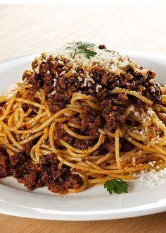 画像5 : ご家庭で楽しめるボロネーゼソースのレシピを紹介します。牛肉の旨みと野菜の甘みがワインの香りのもとに一体となり、深く贅沢な味わいをもたらしてくれます。パスタにタリアテッレを使うと食べ応えのある食感が得られるので、ぜひ試してみてくださいね。