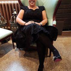 Smukke Charlotte måtte bare eje denne skønhed, nyligt hjemkommet fra London. Og selvfølgelig med de uovertrufne Christofoli sko til. 💋  #hearts&roses#christofoli#vintagekjole#rockabilly