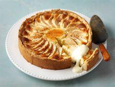 Omena-juustokakku | Valio Cheese Recipes, Cake Recipes, Dessert Recipes, Cooking Recipes, Finnish Recipes, Lemon Cheese, No Bake Desserts, Yummy Cakes, Food To Make