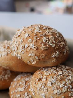 Kaurasämpylät - Kaakao kermavaahdolla Daily Bread, Plant Based Recipes, Scones, Rolls, Nutrition, Homemade, Baking, Food, Finland