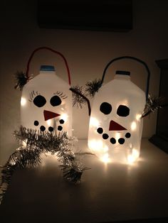 Snowman Craft out of milk jugs. Could put flameless candles inside or battery operated lights. Christmas Crafts For Kids, Christmas Snowman, Christmas Projects, Winter Christmas, All Things Christmas, Christmas Holidays, Christmas Decorations, Christmas Ideas, Snowman Crafts