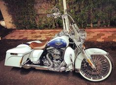 "Follow & Tag ""HD Tourers and Baggers"" on Instagram Facebook Twitter & across the Web. ===================== #hdtourersandbaggers  ===================== Credit to @fahad.s.a ===================== #instamotogallery #instamoto #motorcycles #harleydavidson #roadkingclassic #roadking #roadglide #streetglide #softail #showoffmyharley #harleysofinstagram #harleylife #bikelife #bikersofinstagra #bikestagram  #harleyrider #harleyriders #customharley #throttlezone #harleydavidsonnation…"