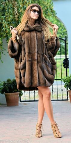 Nouveau graphite royal saga mink fur libertin manteau poncho classe de sable fox veste