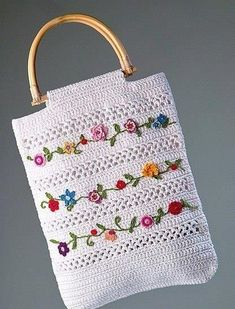 Crochet Crochet and Embroidery bag - free graphic pattern and charts available via the l. Love, and Embroidery bag - free graphic pattern and charts available via the l. Crochet and Embroidery bag - free graphic pattern and charts avail. Crochet Diy, Crochet Video, Mode Crochet, Crochet Tote, Crochet Handbags, Crochet Purses, Crochet Crafts, Crochet Summer, Crochet Granny