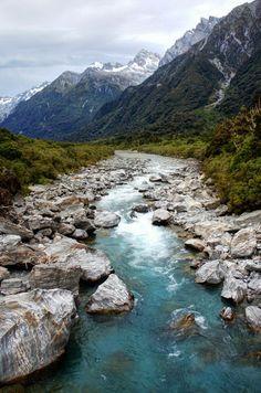 Copland River, Southern Alps / New Zealand (by Petr Hanáček).
