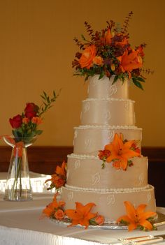 Fall Wedding Bouquets | Fall wedding cake w/ buttercream