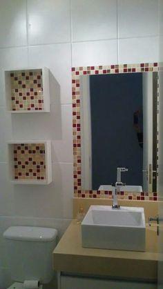 Banheiro pequeno com pastilhas