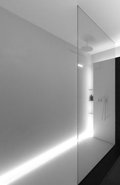 Create natural day light illusion in shower with clever lighting. Really good design.