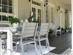Peltotien päässä: Musta pukee verannan