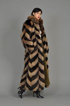 I just love fur Winter Fashion 2015, Long Fur Coat, Fur Coat Fashion, Winter Fur Coats, Fur Clothing, Fabulous Furs, Maxi Coat, Parka Coat, White Fur