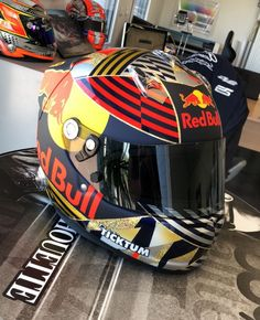 Racing Helmets, Motorcycle Helmets, Wallpaper, Projects, Art, Helmets, Motorcycles, Cars, Motorbikes