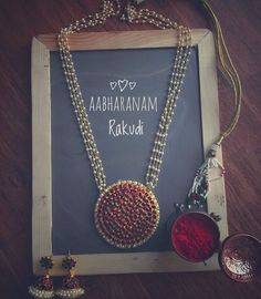 Check out these long necklace designs by the brand Aabharanam that will leave you awestruck. Indian Jewelry Earrings, Indian Jewelry Sets, Real Gold Jewelry, Gold Jewelry Simple, Indian Necklace, Pearl Jewelry, Antique Jewellery Designs, Gold Earrings Designs, Gold Jewellery Design