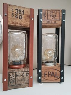 Wooden Lanterns, Wooden Lamp, Wooden Diy, Pallet Lamp Ideas, Diy Pallet Projects, Handmade Lamps, Handmade Home Decor, Diy Luminaire, Lampe Decoration
