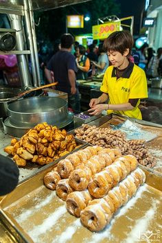 Shilin Night Market: Fried Breads