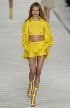 ☆ Natalia Vodianova | Max Mara | Spring/Summer 2003 ☆ #Natalia_Vodianova #Max_Mara #Spring_Summer_2003 #Catwalk #Model #Fashion #Fashion_Show #Runway #Collection